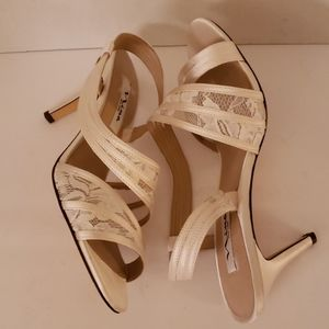 Nina lace and leather shoes size 8.5. NWOT
